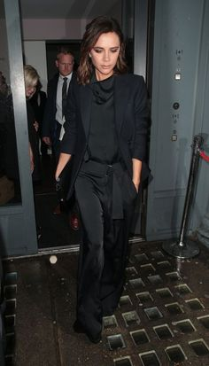Of Course Victoria Beckham Loves This Outfit — She Designed It Moda Victoria Beckham, Victoria Beckham Outfits, Victoria Beckham Style, Posh Beckham, Smoking, Spice Girls, Red Carpet Dresses, Look Chic, Costume
