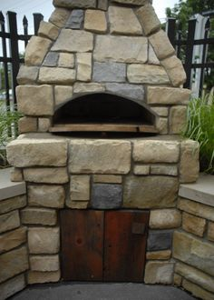Outdoor Pizza Oven by Fabrizio Diy Pizza Oven, Pizza Oven Outdoor, Pizza Ovens, Four A Pizza, Cool Fire Pits, Diy Outdoor Furniture, Summer Kitchen, Outdoor Projects, Bricks