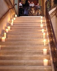 Velas e escadaria
