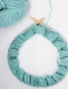 Knitting İdeas - Comment tricoter en rond - My Popular Photo Circular Knitting Needles, Knitting Stitches, Knitting Patterns Free, Free Pattern, Crochet Patterns, Knitting Ideas, Scarf Patterns, How To Start Knitting, Easy Knitting