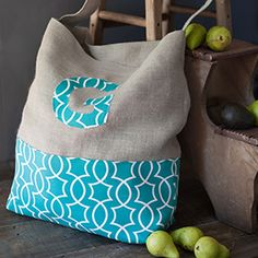 This easy to make tote bag can be personalized with a contrasting fabric monogram. See the step-by-step tutorial and download the monogram pattern
