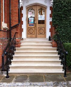 Portland stone has been used throughout London for centuries, so add an aged character to this entrance stairway.