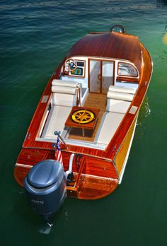 New Aristocraft Holiday warning wood hull. - The Hull Truth - Boating and Fishing Forum Speed Boats, Power Boats, Cabin Cruiser Boat, Runabout Boat, Classic Boat, Vintage Boats, Chris Craft, Cool Boats, Boat Accessories
