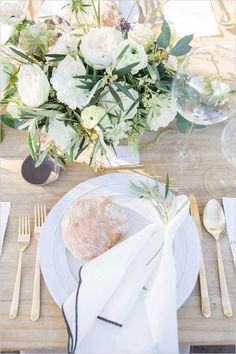 garden themed table setting @weddingchicks