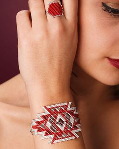 SQUAW red bracelet by ArtisticBracelet on Etsy Seed Bead Patterns, Jewelry Patterns, Bracelet Patterns, Beading Patterns, Bead Loom Bracelets, Woven Bracelets, Seed Bead Jewelry, Beaded Jewelry, Motifs Perler