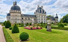 Chateau de Valencay has an interesting history.  It took 200 years to complete, it was owned by Napoleon's foreign minister, Charles Maurice de Talleyrand, and during World War II, secreted objects from the Louvre from the Germans.
