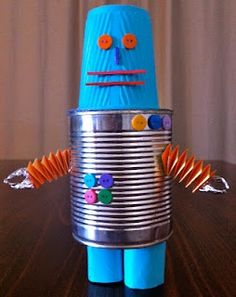 recycled robot Activity: Recycled Robots What to do: Look through your recycling tub and choose boxes, tubes and tins. Recycled Crafts Kids, Tin Can Crafts, Easy Crafts For Kids, Art For Kids, Arts And Crafts, Recycled Robot, Recycled Art, Earth Day Projects, Projects For Kids