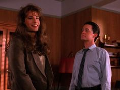 """David Duchovny as transvestite FBI agent Dennis """"Denise"""" Bryson and Kyle MacLachlan as Agent Cooper."""