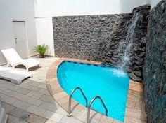 How cool is this corner plunge pool with water fall feature. Great DIY project. Get build info at www.custombuiltspas.com