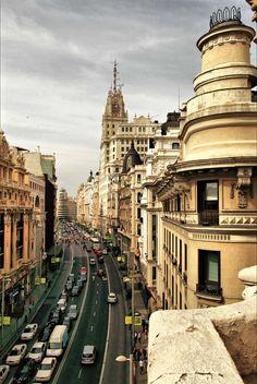 De straat Gran Via wordt ook wel Broadway van #Madrid genoemd.