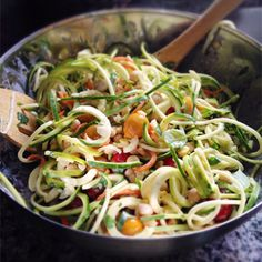 Summery spiralized zucchini squash and carrot noodles with chickpeas corn and tomatoes in a lemon-yogurt-basil dressing. Healthy Salad Recipes, Diet Recipes, Vegetarian Recipes, Cooking Recipes, Basil Pesto Pasta, Zucchini Pasta, Zucchini Squash, Healthy Diners, I Want Food
