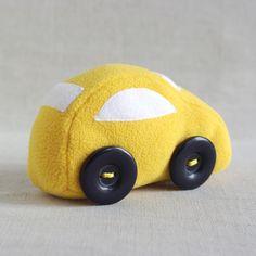 AUTÍČKO+LITTLE+CAR+Chcete+cestovat+po+všech+cestách+fantzie+a+chybí+vám+dopravní+prostředek?+Zkuste+naše+autíčko+na+pohon+dětské+fantazie+a+dojedete+dál+a+jěště+dál,+třeba+na+samý+konec+světa!+Textilní+dekorace+-+hračka+je+vyrobena+z+polyesterového+fleecu,+plněná+antialergenním+rounem.+Kolečka+z+knoflíků.+Výška+9+cm,+délka+15+cm.+Možný+větší+odběr+pouze+po... Wooden Toys, Car, Wooden Toy Plans, Wood Toys, Automobile, Woodworking Toys, Autos, Cars