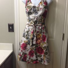 Cute sleeveless cotton sundress Lightweight cotton floral sundress- looks darling on. And perfect for hot weather. Slight flare in front of skirt. Side zip. Embroidered stitching accents. Newport News Dresses