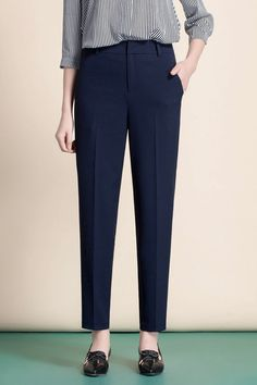 Formal Trousers Women, Trousers Women Outfit, Pants For Women, Normcore Fashion, Fashion Pants, Model Rok, High Street Fashion, Office Outfits Women, Salwar Designs