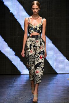 Donna Karan | Spring 2015 Ready-to-Wear | 07 Multicolour printed strappy cropped top and cropped trousers