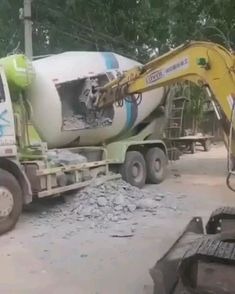for Engineering information Visit 👇 Civil Engineering Design, Civil Engineering Construction, Funny Video Memes, Funny Short Videos, Wtf Funny, Funny Facts, Jerry Can Mini Bar, Construction Fails, Diy Garden Fence