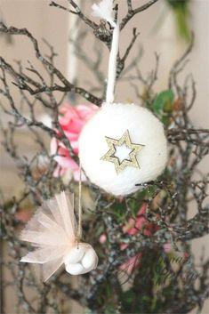 Μπομπονιέρα χειροποίητο κρεμαστό Χριστουγεννιάτικο στολίδι μάλλινη μπαλίτσα., annassecret, Χειροποιητες μπομπονιερες γαμου, Χειροποιητες μπομπονιερες βαπτισης