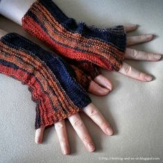 Free+Knitting+Pattern+-+Fingerless+Gloves+&+Mitts:+Strata+Fingerless+Gloves