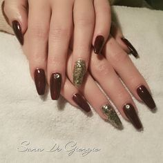 """""""Some call them #coffinnails some #ballerinanails to be honest this is a #stilettonails without the very last part. I love this shape and I think they look…"""""""