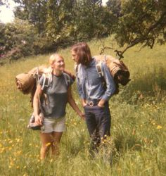 Hippie words: have a light heart and a happy soul Happy Hippie, Hippie Love, 1970s Hippie, Hippie Words, Hippie Backpack, Hippie Couple, 70s Aesthetic, Hippie Culture, Hippie Vibes