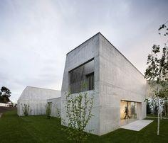 © Nelson Garrido Architects: Paula Santos Arquitectura Location: Ovar Municipality, Portugal Project Year: 2008 Photographs: Nelson Garrido
