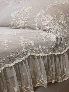 Dreamy Antique Tambour Applique French Net LACE Ruffled Coverlet
