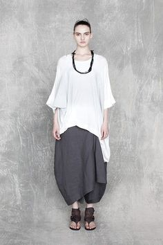 Posts about Lagenlook written by AlyZen Moonshadow Comfortable Outfits, Casual Outfits, Boho Fashion, Womens Fashion, Fashion Design, Vetements Clothing, Bohemian Mode, Layered Fashion, Japanese Fashion