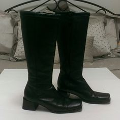Black Enzo Angelina leather boots size 7 1/2 These Enzo Angelina boots have normal signs of wear like scrapes increasing but are in otherwise great condition. Enzo Angelina Shoes Winter & Rain Boots
