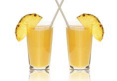 Diurétique à l'ananasLes ingrédients pour 1 verre¼ d'ananas½ branche de céleri1 rondelle épaisse de concombre1 petite poignée de feuilles d'épinards1 petit morceau de citron vert pelé2 pommes Golden Delicious ou Royal Gala¼ d'avocat mûrLe bonus détox/minceur Ce jus est riche en potassium (pomme), vitamine C (ananas) et fer (épinard), un minéral qui contribue à détoxifier l'intestin. L'ananas contient de la bromeline, une enzyme qui facilite la digestion. L'avocat renferme des nutriments…