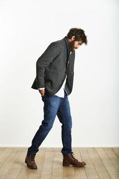 Consider teaming a dark grey wool blazer with navy blue skinny jeans to look classy but not particularly formal. Round off this look with dark brown leather boots. Shop this look for $278: http://lookastic.com/men/looks/dark-brown-boots-navy-skinny-jeans-white-longsleeve-shirt-charcoal-blazer/6288 — Dark Brown Leather Boots — Navy Skinny Jeans — White Longsleeve Shirt — Charcoal Wool Blazer