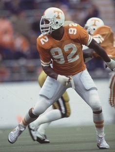 """Top 10 Tennessee players of all time.DE Reggie White """"The Minister of Defense"""" Tn Vols Football, Tennessee Volunteers Football, College Football Players, Tennessee Football, National Football League, Nfl Photos, Sports Photos, Rare Photos, Vintage Football"""