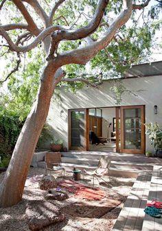 aménagement jardin extérieur, terasse en bois composite