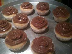 Cobertura simples e deliciosa para cupcakes é uma receita bem simples e descomplicada. Basta seguir as instruções que não tem como errar Cobertura simples