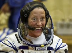 Female Astronaut Hair Tutorial: Karen Nyberg Demonstrates How to Wash Your Tresses in Space