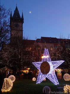 lady in black: Christmas markets #christmasmarkets #christmas #markets #prague #praha  #decorations #winter #oldtown #merrychristmas #christmastree