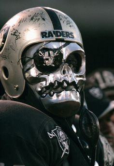 #Raiders Fan doing the work of the #RaiderNation RIP AL.