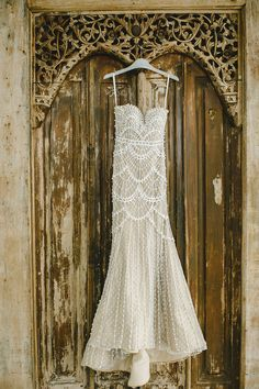 Deco wedding dress - Yefta Gunawan Couture cream wedding gown adorned with intricate pearl detailing // Magical Bali Wedding on a Floating Stage: Aldi and Juliana Wedding Dresses Photos, Dream Wedding Dresses, Wedding Gowns, Modest Wedding, Wedding Pictures, Wedding Colors, Wedding Styles, Wedding Decor, Wedding Ideas