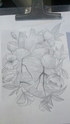 Drawing of a human heart drowned in flowers using hatches. Done by Mayara Peu.