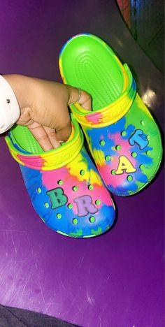 Crocs Fashion, Sneakers Fashion, Cool Crocs, Crocs Shoes, Shoes Sneakers, Aesthetic Shoes, Aesthetic Clothes, Hype Shoes, Fresh Shoes