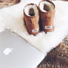 Le suggestion plus cozy , tu meurt . C'est une paire de chaussure qui est hyper confortable et cocooning .