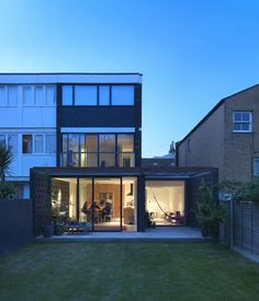 Image 6 of 21 from gallery of Hackney Townhouse / ZCD Architects. Photograph by Charles Hosea Council House Renovation, 1970s House Renovation, 1960s House, House Extension Design, House Design, Modern Townhouse, Home Exterior Makeover, Facade Design, Exterior Design
