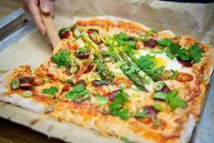 Pellillisestä pizzaa riittää brunssilla tarjottavaa useammalle hengelle.