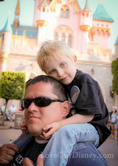 Some tips you may never had read about taking Disney vacation photos. Love the one about the castle in the background.