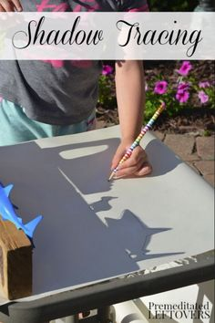 Sunshine Shadows Tracing Activity for Kids Groundhog Day is a great day to learn all about shadows! Check out this fun art project! Outdoor Education, Outdoor Learning, Art Education, Letter S Activities, Activities For Kids, Winter Outdoor Activities, Drawing Activities, Groundhog Day, Preschool Groundhog