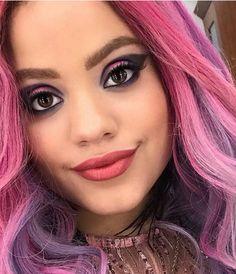 Disney Descendants Movie, Descendants Wicked World, Disney Descendants 3, Descendants Cast, Descendants Characters, Disney Movies, Sarah Jeffery, Disney Makeup, Halloween Makeup Looks