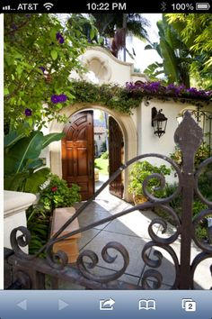 This Mad Beautiful Life: London Residence - Mediterranean Patio - los angeles - C C Partners Design/Build Firm Spanish Style Homes, Spanish Revival, Spanish House, Spanish Colonial, Spanish Design, Mexican Style Homes, L'architecture Espagnole, Style Hacienda, Mexican Hacienda