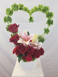 25 Best Floral Arrangements for Valentine's Day to Give You Inspiration - Decorhead.com