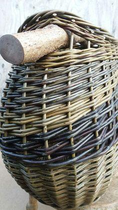 Oval hazel handle basket by Sue Kirk Willow Weaving, Basket Weaving, Pine Needles, Wooden Handles, Underwater, Baskets, Sculpture, Projects, Basket Quilt