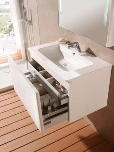 Instalaciones básicas en un baño moderno Más Bathroom Shelves, Bathroom Storage, Bathroom Assessories, Ideas Baños, Ideas Para, Light Wood Cabinets, Interior Design Minimalist, Diy Kitchen Storage, Bathroom Cleaning