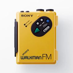 In celebration of Walkman's anniversary, SONY has opened a retrospective exhibition in Tokyo's Ginza district. Sony A6000, Sony Xperia, Sony Led, Sony Design, Audio Design, Web Design, Wall Of Sound, Listen To Song, Smartphone